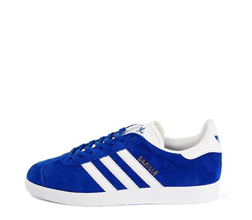 Ref. 3251 Adidas Gazelle serraje azul con detalles en piel blanco. Cordones blancos de repuesto.