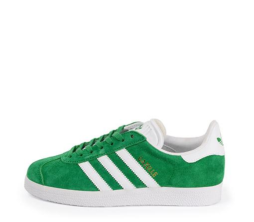 Ref. 3257 Adidas Gazelle serraje verde con detalles en piel blanco. Cordones blabncos de repuesto.