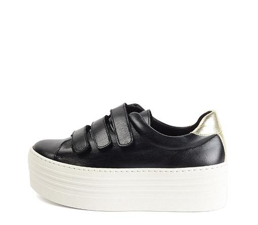 Ref. 3268 Sneaker piel negro con detalle tres velcros. Detalle trasero en dorado y plataforma de 5.5 cm.