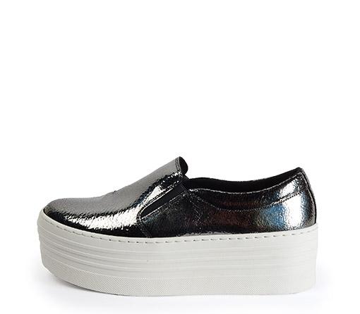 Ref. 3270 Sneaker grafito brillante con plataforma de 5.5 cm. Detalle elásticos laterales.