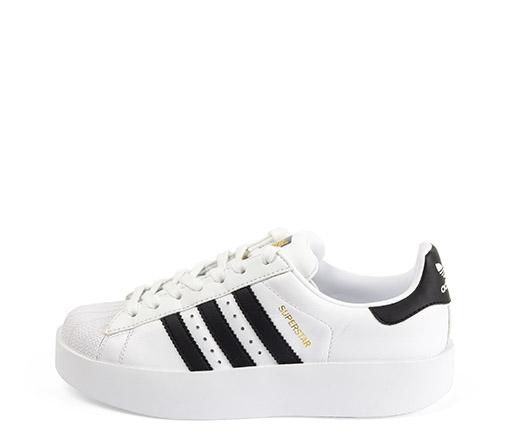 Ref. 3319 Adidas Superstar Bold piel blanca con detalle negro. Altura plataforma 3.5 cm.