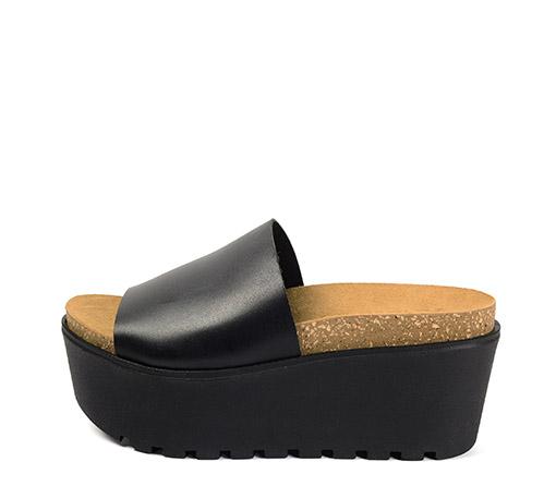 Ref. 3377 Sandalia piel negra con pala. Altura plataforma 7 cm.