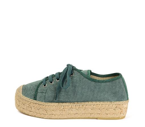 Ref. 3381 Zapato tela verde con cordones al tono. Plataforma de esparto de 3 cm.