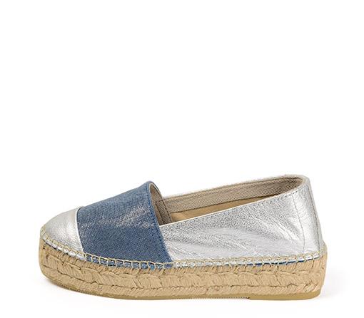 Ref. 3382 Zapato combinación tela azul y piel plata. Altura plataforma 3 cm.