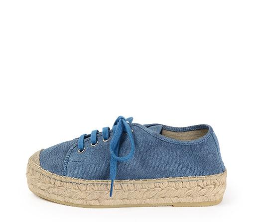 Ref. 3405 Zapato tela azul con cordones al tono. Plataforma de esparto de 3 cm.