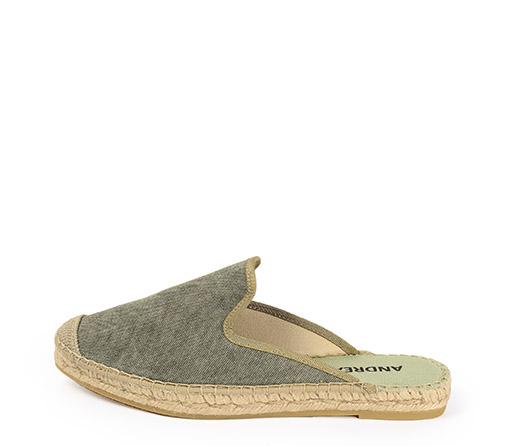Ref. 3406 Zapato tipo babucha en tela color piedra. Plataforma de 2 cm.