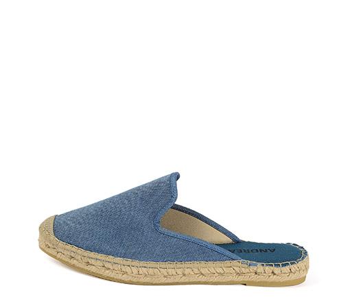 Ref. 3407 Zapato tipo babucha en tela color azul. Plataforma de 2 cm.