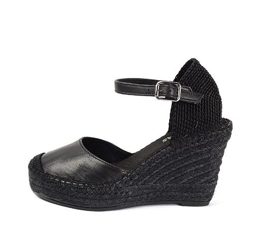 Ref. 3410 Zapato piel color negro con cuña de esparto de 10 cm y plataforma delantera de 3 cm.