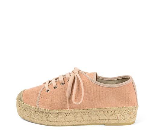 Ref. 3441 Zapato tela color rosa con cordones al tono. Plataforma de esparto de 3 cm.