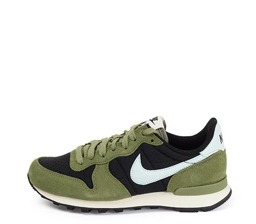 Ref. 3448 Nike Internationalist serraje verde con detalles tela negro y simbolo azul celeste.