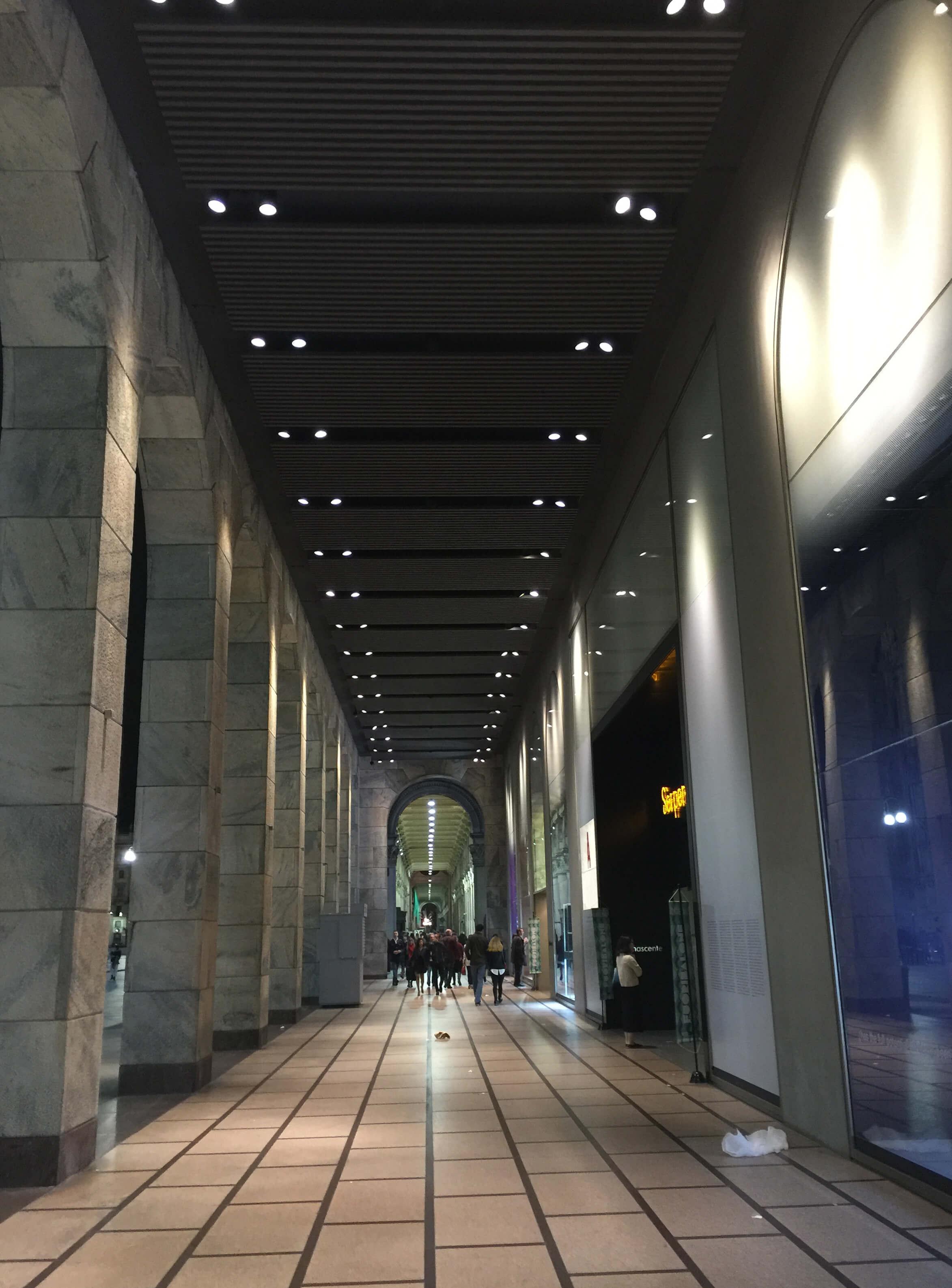plaza-duomo-iluminacion-milano-design-week-3