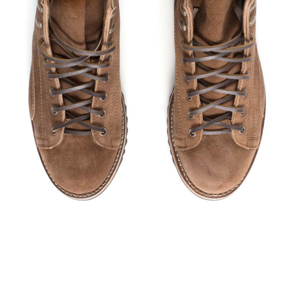 Cómodas botas Sendra de hombre para uso diario. En ante marrón y con cordones. Estilo bota de trabajo.