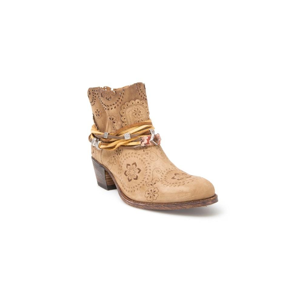 Compra en Noel Western Boots estos Botines Sendra moda para Mujer en ante color marrón con grabado y troquelado y la caña cortada modelo 12479 con envíos gratis a península clave 46922 -
