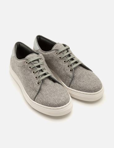 Sneaker con cordones