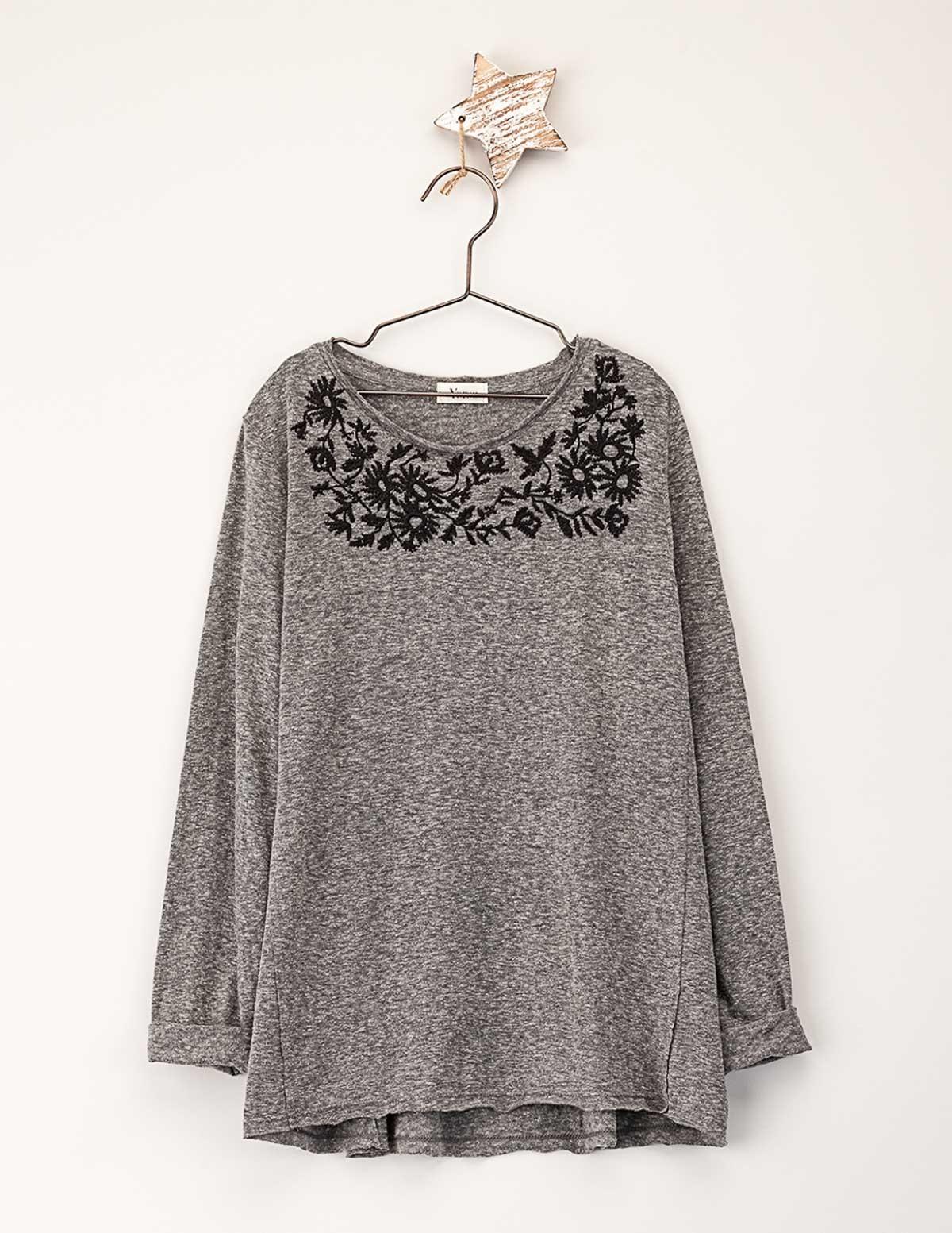 Camiseta canesú bordado