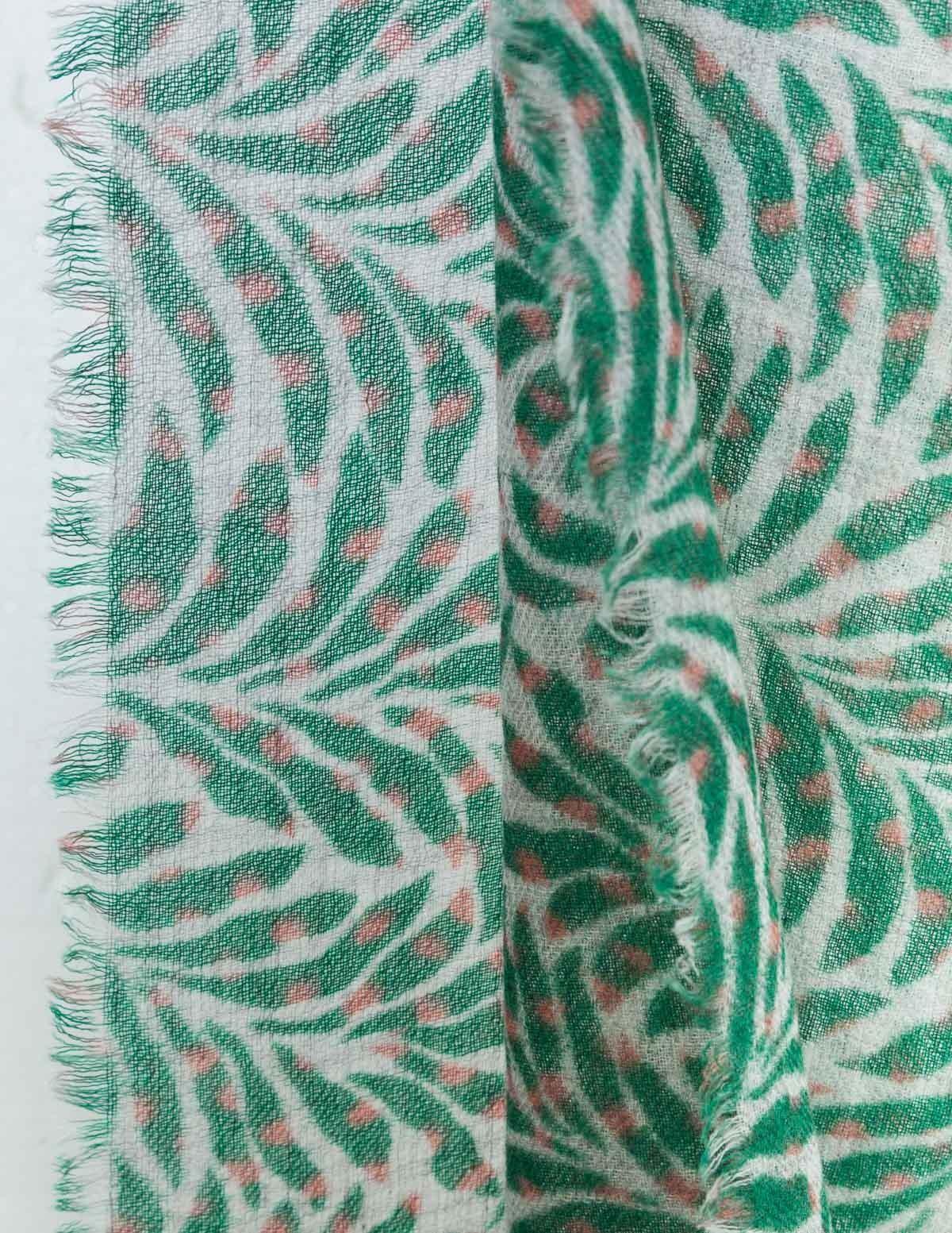 Fular estampado hojas - Ítem1