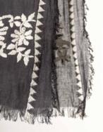 Pañuelo bordado flores - Ítem2