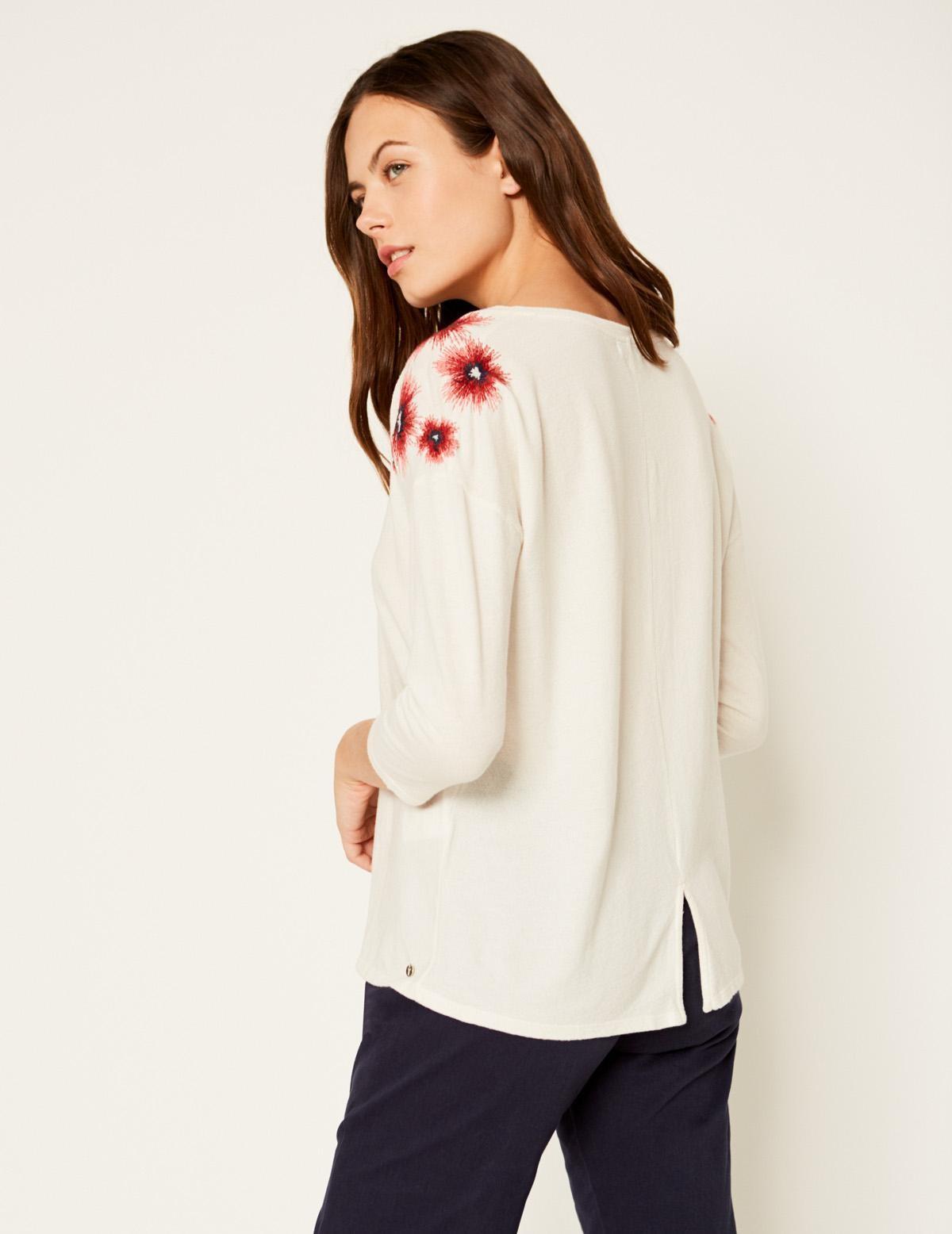 Camiseta bordado flores - Ítem1