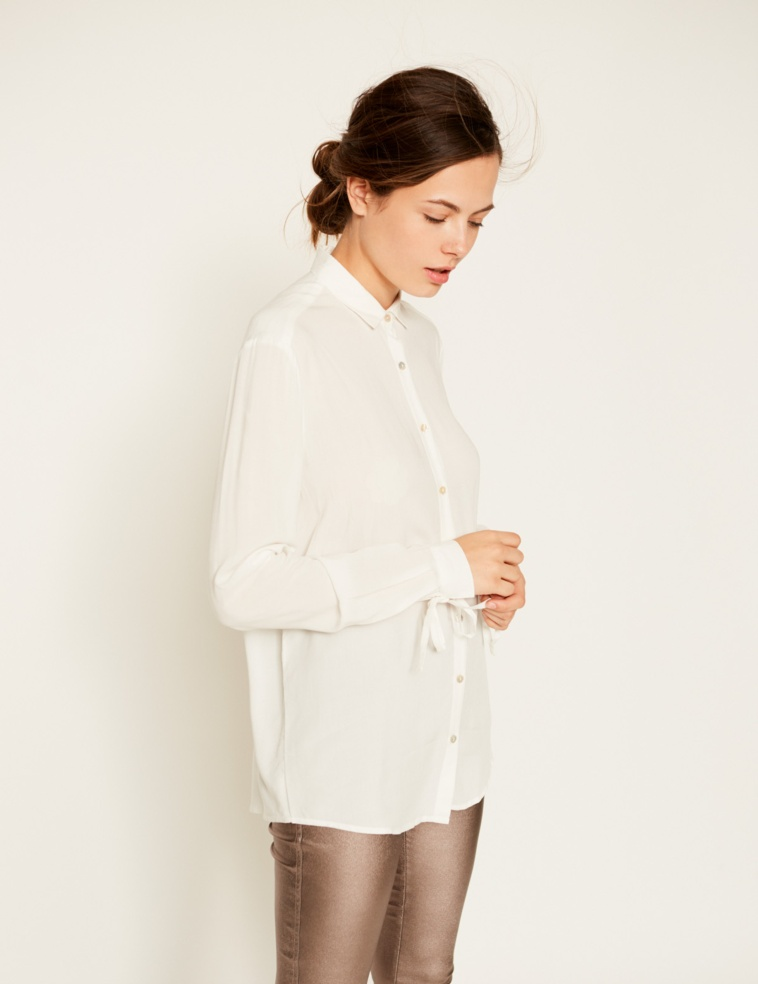 Flowing bow shirt