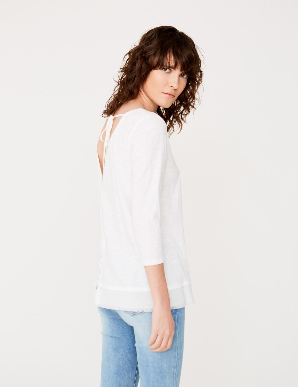 Camiseta cuello pico en espalda
