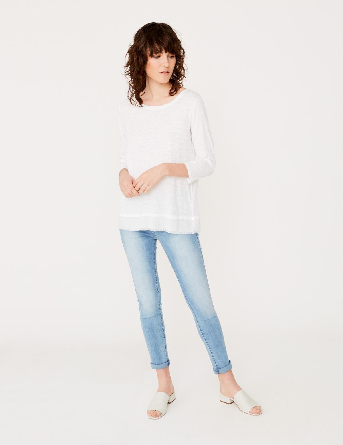 Camiseta cuello pico en espalda - Ítem1