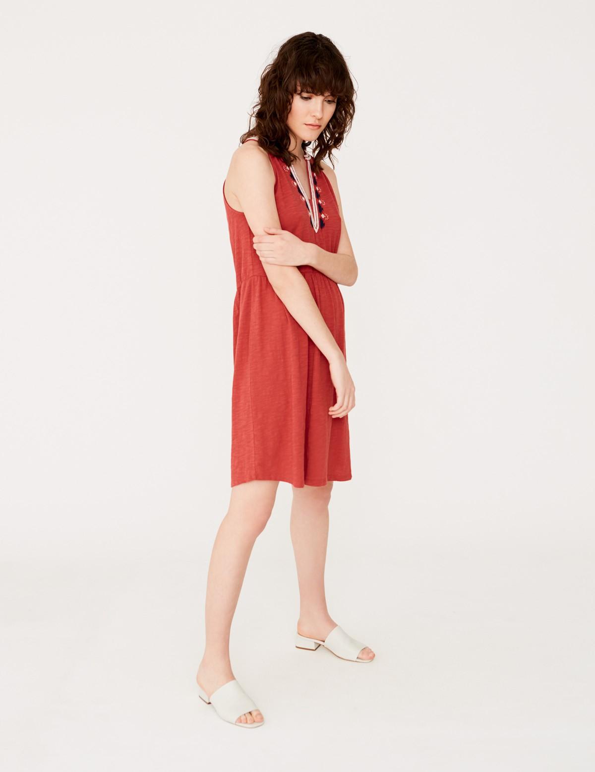 Vestido sin mangas bordado