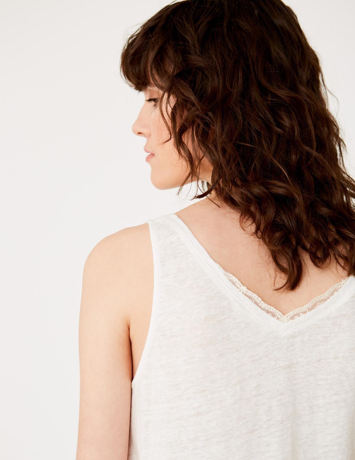 Top cuello pico con puntilla - Ítem2
