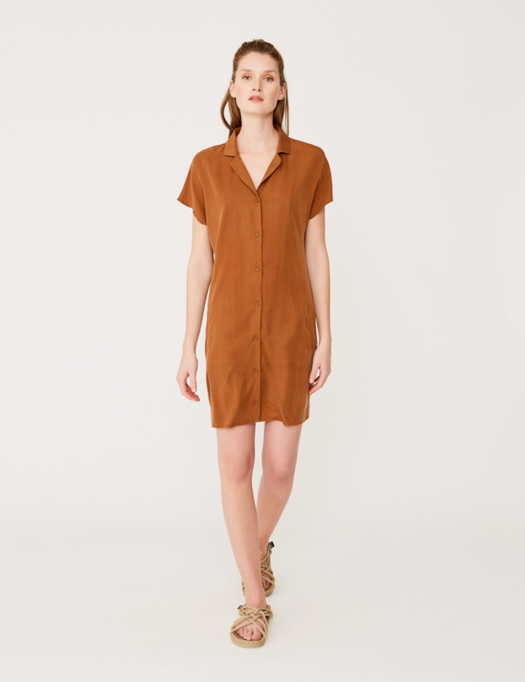 Flowing shirt-like dress