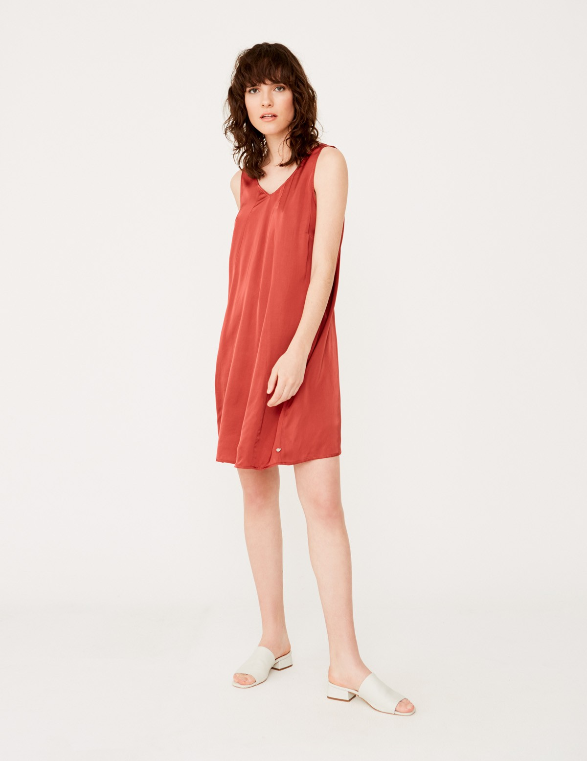 Strap dress with V-neckline