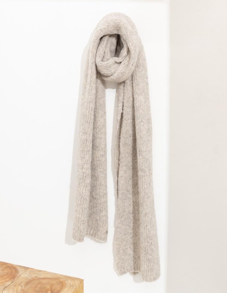 Fluffy knited scarf