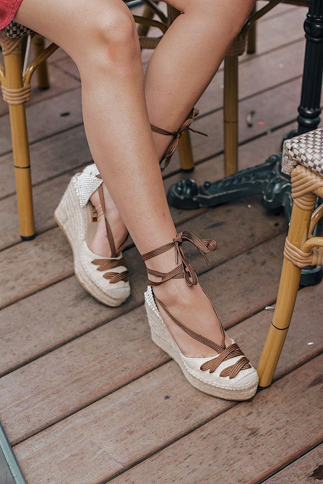 como quitar el mal olor de pies en zapatos