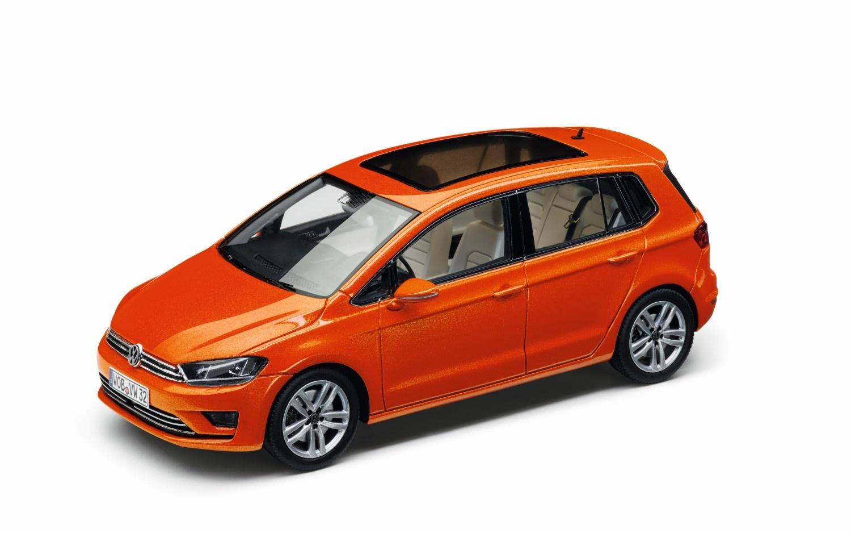 Golf Sportsvan, naranja habanero metalizado, escala 1:43