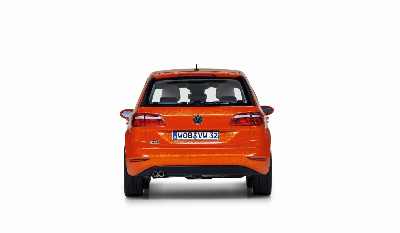 Golf Sportsvan, naranja habanero metalizado, escala 1:43 - Ítem1