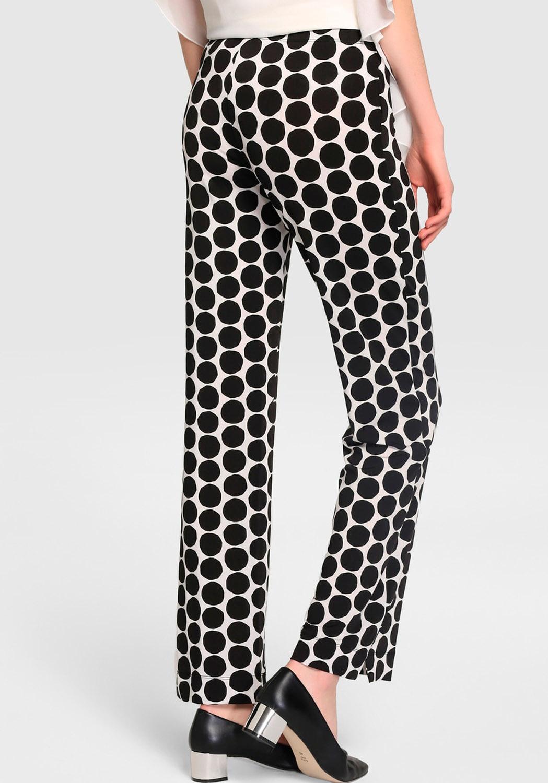 Pantalon blanco y negro