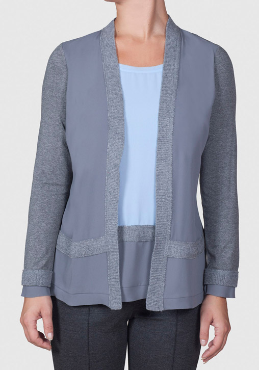 Camiseta gris y azul