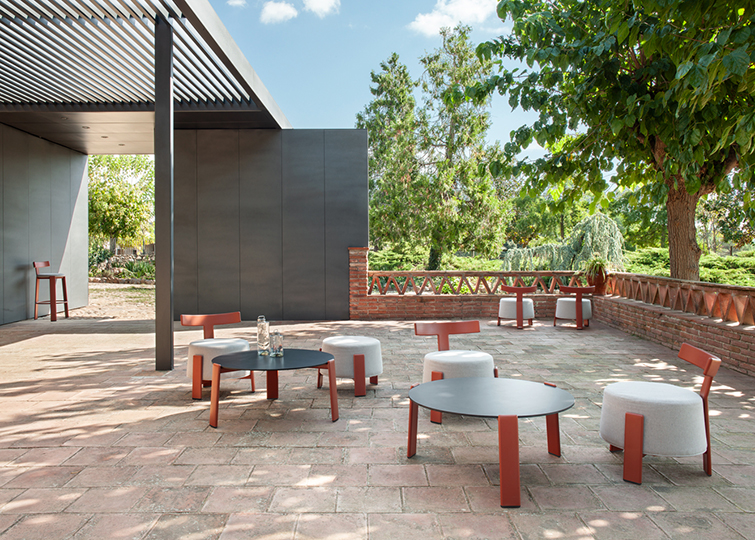Trends 2019: minimalist terrace vs. tropical terrace