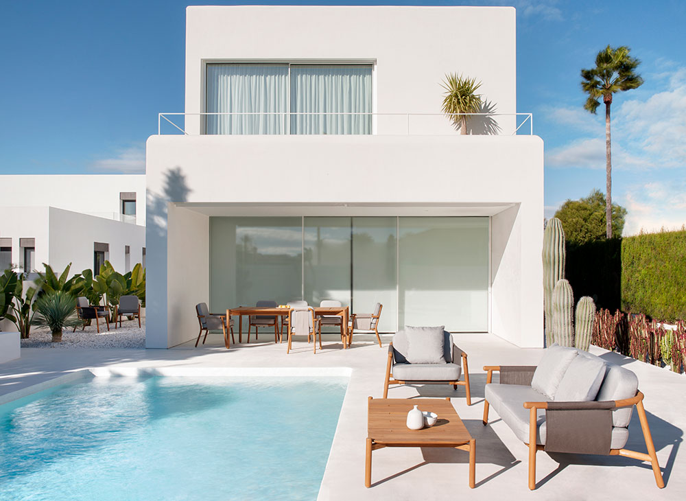 Tendances 2019 : comparaison terrasse minimaliste / terrasse tropicale