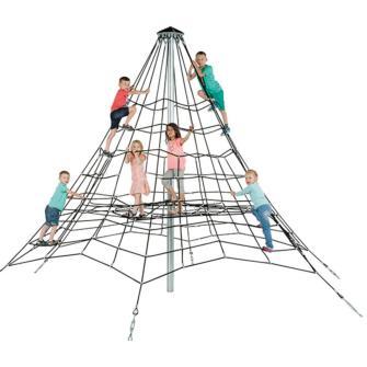 El pirámide de Keops es el trepador para uso público, fuerte y resistente.