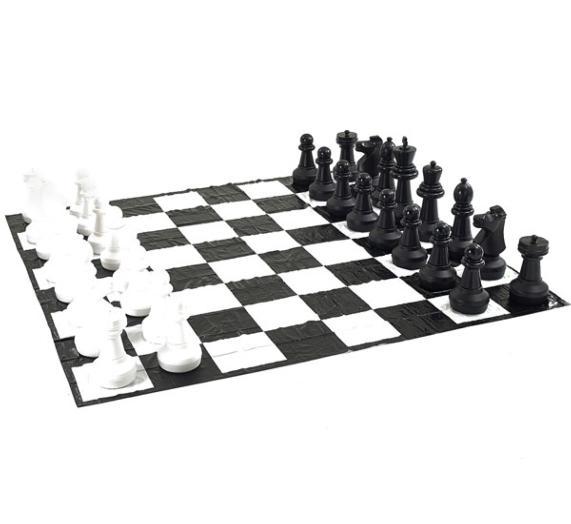 Juego de ajedrez gigante con tablero de lona for Ajedrez gigante para jardin