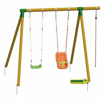 Columpio de madera de dos plazas con asiento de bebé y también cuerda de escalar