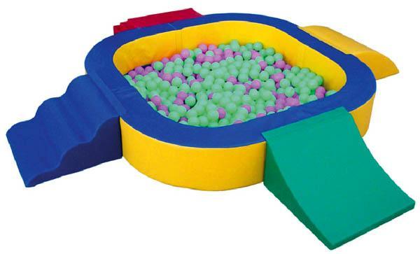 Piscina de bolas blanda con rampas for Piscinas de bolas para bebes