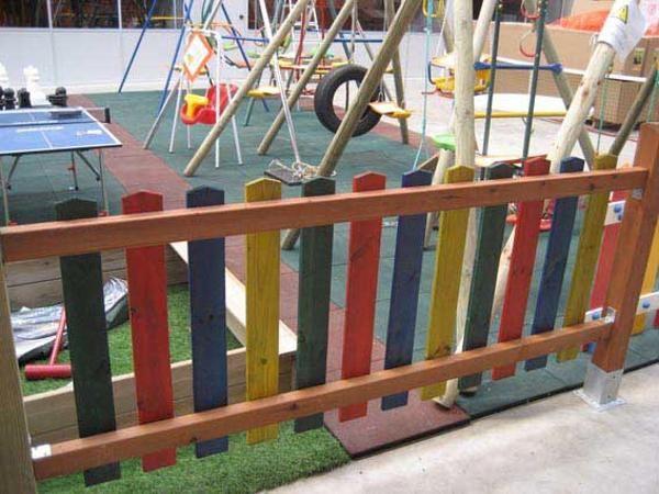 Valla de madera con protector solar de color parch s - Valla de madera ...