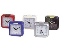 Trevi Reloj despertador de cuarzo. Sonido de alarma ?in crescendo?.snooze/luz. Funciona con pilas aa.