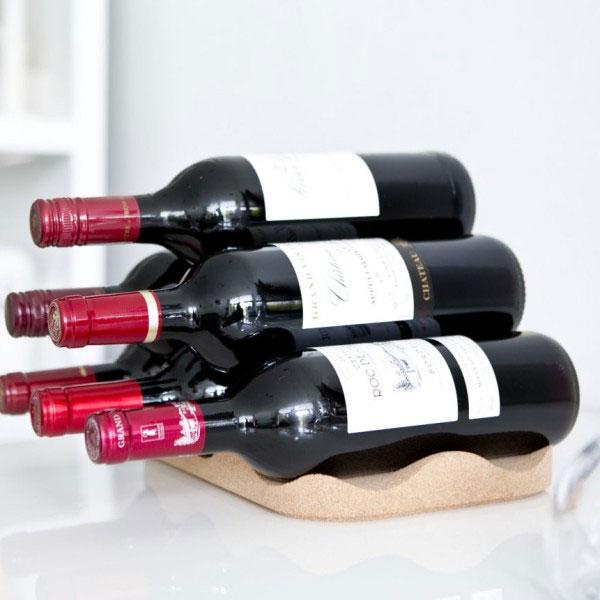 El botellero de vino corcho es una forma práctica e inteligente de guardar el vino - Ítem1