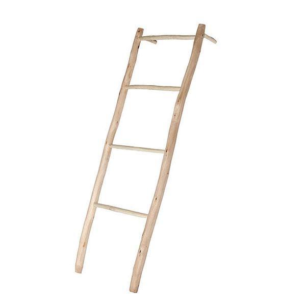 La escalera de madera Azohía: un estilo y una belleza que radica en lo simple, en la alegría natural de las cosas hechas a mano con sabiduría antigua.