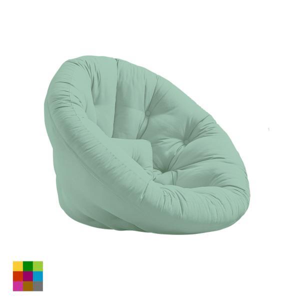 Fabricado por Karup, el sillón cama Nido es tan original como divertido y está disponible en seis colores diferentes.
