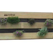 El huerto vertical de Hortalia está diseñado para el cultivo ecológico de todo tipo de hortalizas, verduras, plantas y flores, tanto en el suelo como colgado.