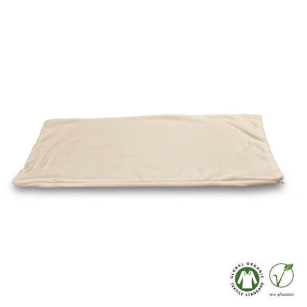 La funda se confecciona con un acabado exquisito y tiene cremallera. Puede usarse con cualquier almohada de Baumberger o con almohadas de 40 x 80 cm.