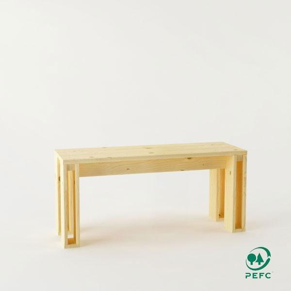 El banco de madera maciza pulida Arina está disponible en cinco medidas.