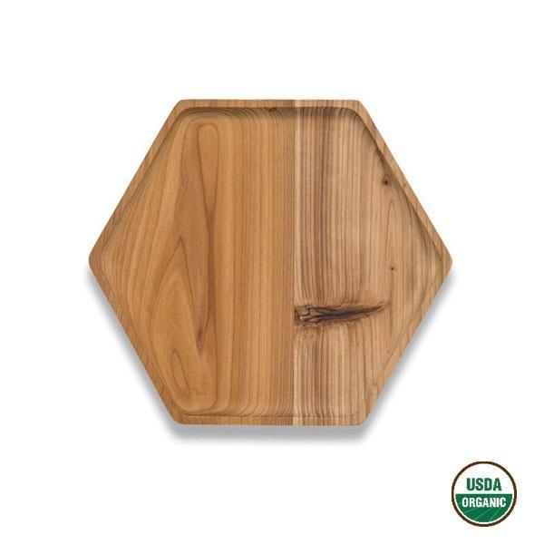 La bandeja de madera de cedro hexagonal puede utilizarse tanto para servir el café, el té o llenarla de comida, aperitivos o canapés.